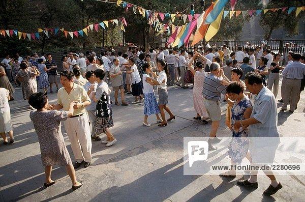 Menschen tanzen am Morgen. XI´Ian Stadt. Provinz Shaanxi. China.