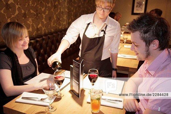 Großbritannien  England  Lancashire  Manchester  Ridgefield  Grill auf der Gasse.