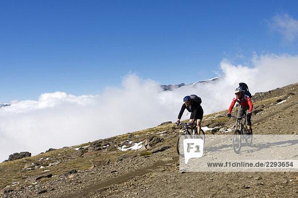 Spanien  Sierra Nevada  Paar Mountainbiking