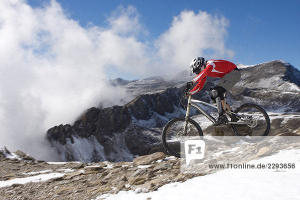 Spanien  Sierra Nevada  Granada  Mann Mountainbiking