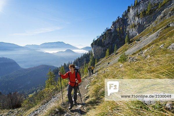 Hikers walking on mountain trail  Ausseer Land  Bergwandern  Totes Gebirge  Salzkammergut  Austria