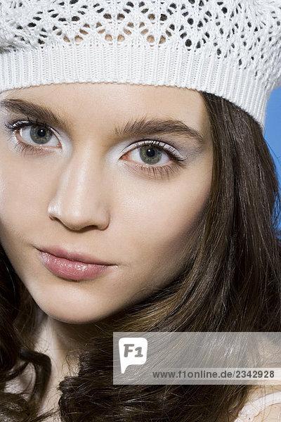 Portrait einer Frau with weißen Hut