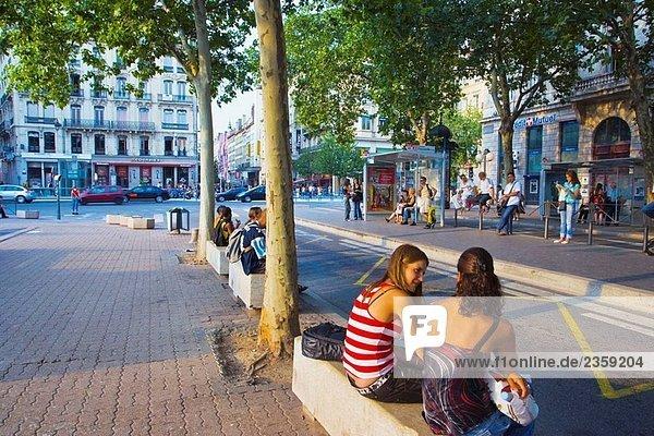 Place (Quadrat) Bellecour  Bushaltestelle  Lyon. Rhône-Alpes  Frankreich
