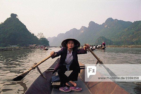 Auf dem Weg zum Parfüm Pagode  Chua Huong  Region Hanoi  Vietnam