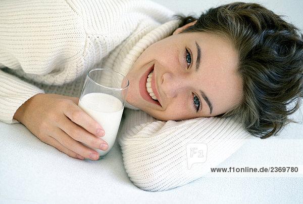 Portrait einer Frau with Glas Milch