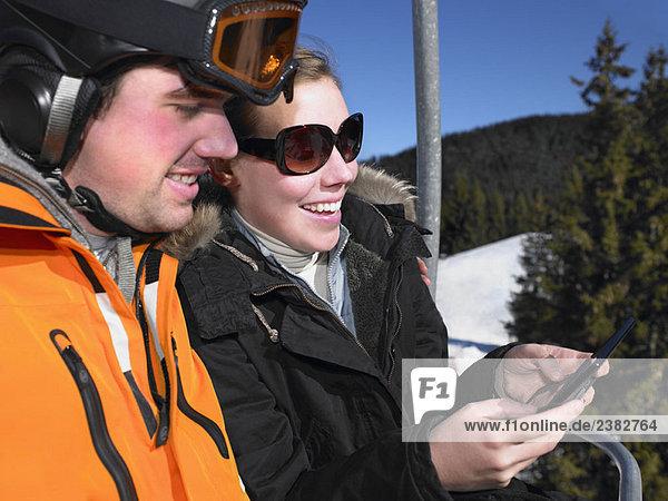 Pärchenspiel auf dem Skilift