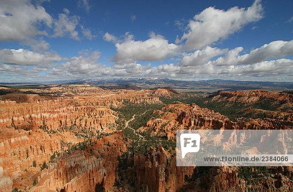 Erhöhte Ansicht Felsformationen auf Landschaft  Bryce Canyon National Park  Utah  USA