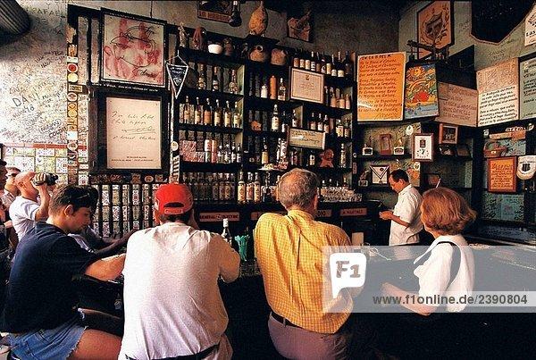 ´La Bodeguita del Medio´  eine Bar in Alt-Havanna (Habana Vieja) von Ernest Hemingway populär. Havanna  Kuba