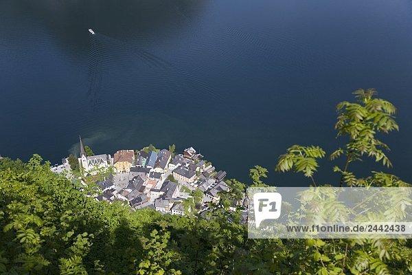 Gebäude Ufer Ansicht Luftbild Fernsehantenne Österreich Salzkammergut