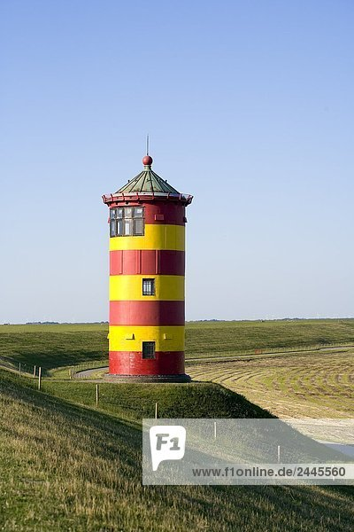 Leuchtturm in Feld Pilsumer  Niedersachsen  Deutschland