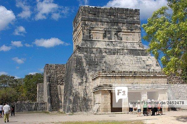 Tempel am Ball Hof. Maya-Ruinen von Chichen Itza. Riviera Maya. Yucatan Halbinsel. Mexiko