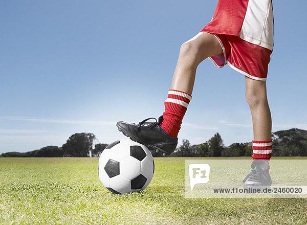 Junge - Person Ende jung Fußball Ball Spielzeug