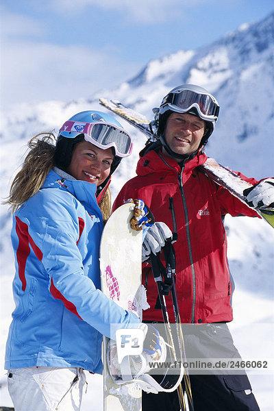 Zwei lächelnd Skifahrer Frankreich.