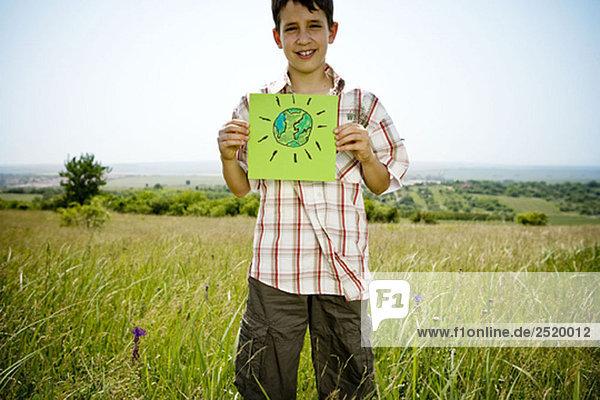 Junge mit Bild der Erde