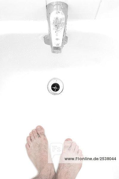 Füße in Badewanne Füße in Badewanne