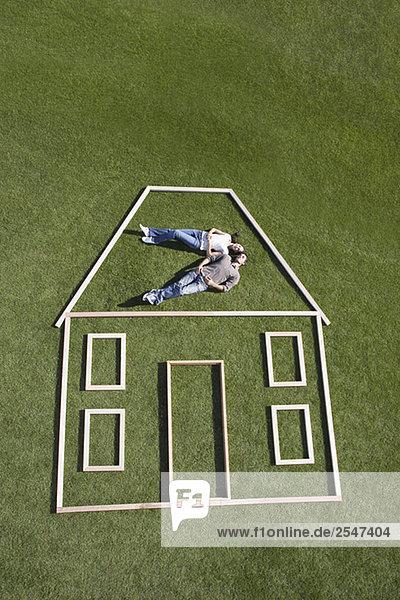 liegend liegen liegt liegendes liegender liegende daliegen Wohnhaus Silhouette innerhalb