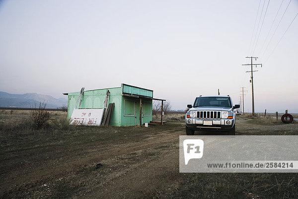 Jeep Commander von verlassenen shack