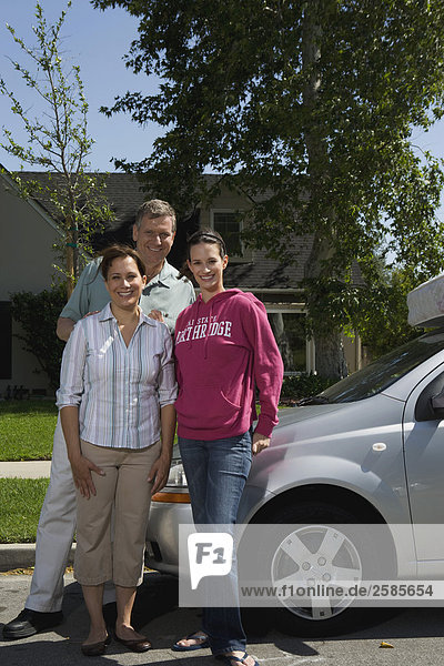 Menschliche Eltern binden Tochter Hochschule Chevrolet
