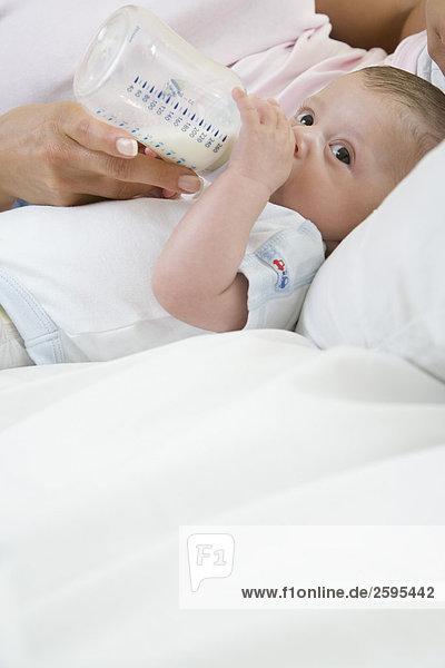 Baby Saft trinken