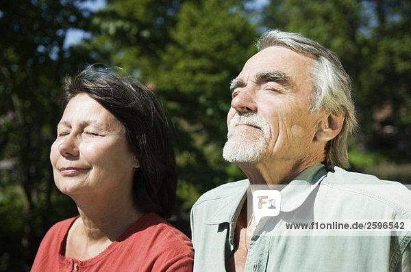 Ältere Paare bräunen