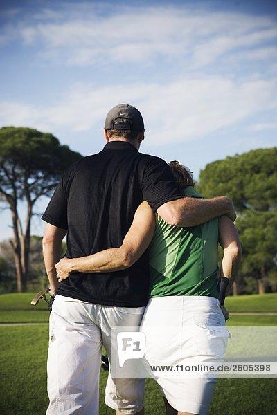 Ein skandinavischen paar am Golfplatz Türkei