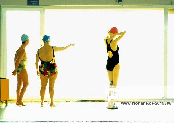 Frau Schwimmbad 3