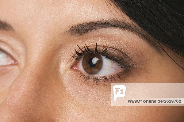 Frau mit braunen Augen  Vollbild  Nahaufnahme