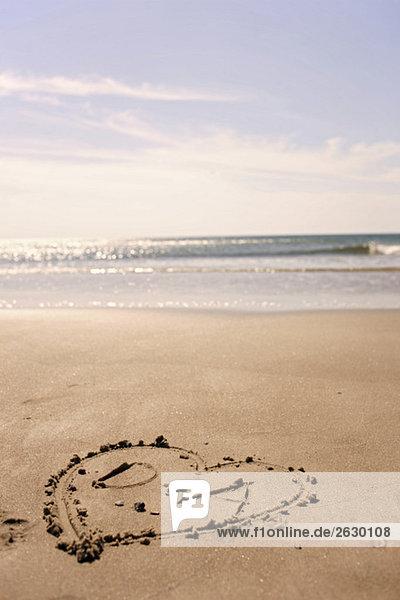 Deutschland  Ostsee  Herz im Sand am Strand gezeichnet