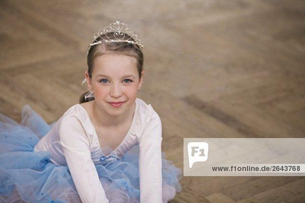 Porträt von junge Balletttänzerin sitzen auf Boden