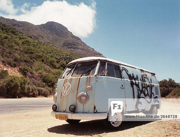 VW-Bus verschieben in der Wüste  Chapman's Peak  Kap-Halbinsel  Cape Town  Südafrika