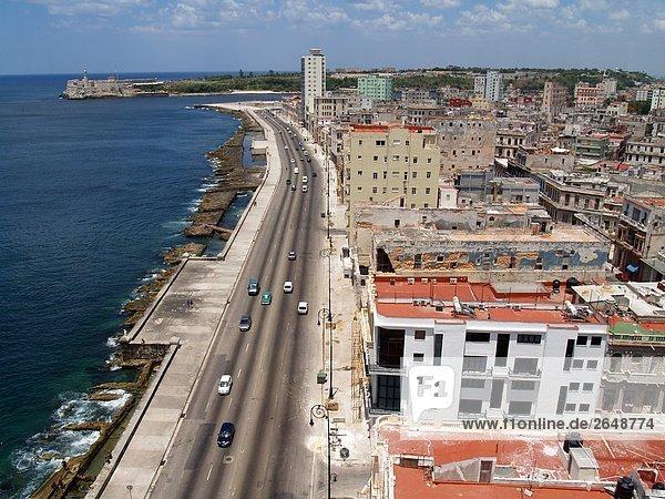 Erhöhte Ansicht des Verkehrs auf Straße  Havanna  Kuba