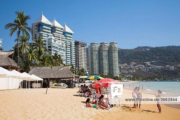 Eigentumswohnungen und Hotels neben Strand  Acapulco  Guerrero Bundesstaat México