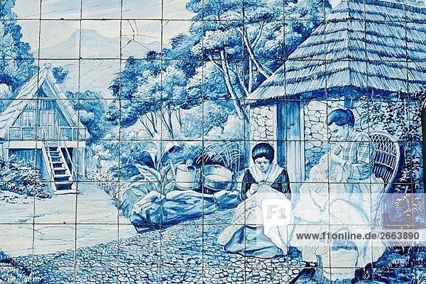 Panel der 1920er Jahre Azulejos Fliesen auf außerhalb des Toyota Showroom  Avenida Arriaga  Funchal  Madeira Panel der 1920er Jahre Azulejos Fliesen auf außerhalb des Toyota Showroom, Avenida Arriaga, Funchal, Madeira