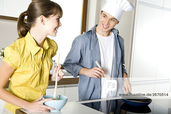 paar Kochen zusammen