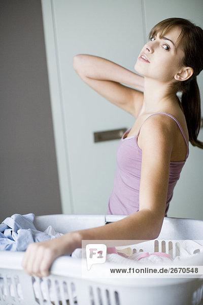 Frau tragen Wäsche