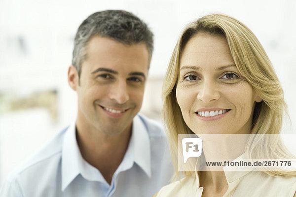 Porträt eines Paares mittleren Alters