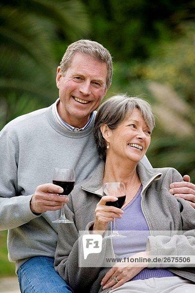 Alkohol,Alte Leute,Aussen,Blick in die Kamera,Emotion