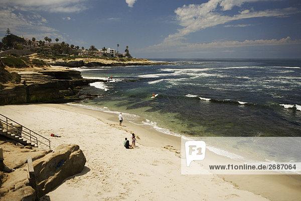 Erhöhte Ansicht von Menschen auf den Strand,  La Jolla Riffe,  San Diego,  Kalifornien,  USA