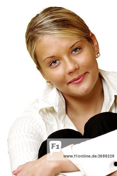 Porträt von geschäftsfrau umarmt die Knien