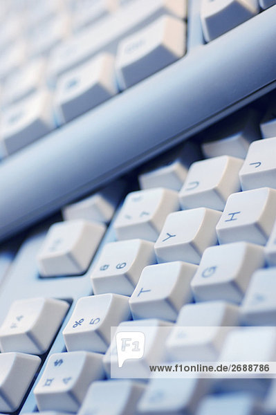 Nahaufnahme von zwei Computer-Tastaturen