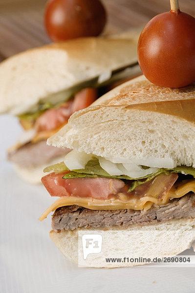 Nahaufnahme der zwei Hamburger