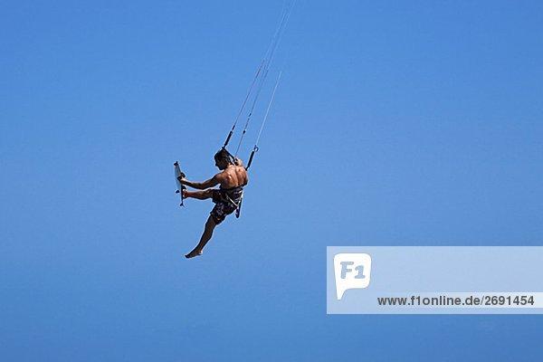 Rückansicht des ein Mann Kite boarding  Smathers Beach  Key West  Florida  USA