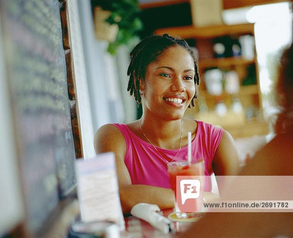 Nahaufnahme einer jungen Frau lächelnd  Bermuda