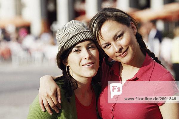 Porträt von zwei junge Frauen