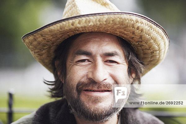 Ein älterer Mann lächelnd portrait
