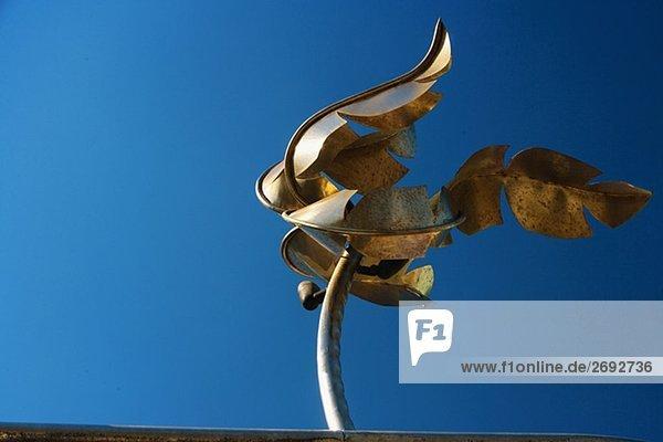 Untersicht of eine Metallskulptur
