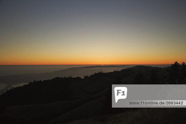 Panoramische Ansicht der Sonnenuntergang über dem Meer