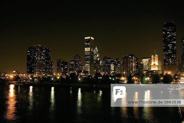 Gebäude an eine Nacht  Chicago  Illinois  USA