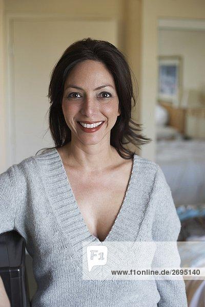 Portrait einer Mitte erwachsen Frau lächelnd