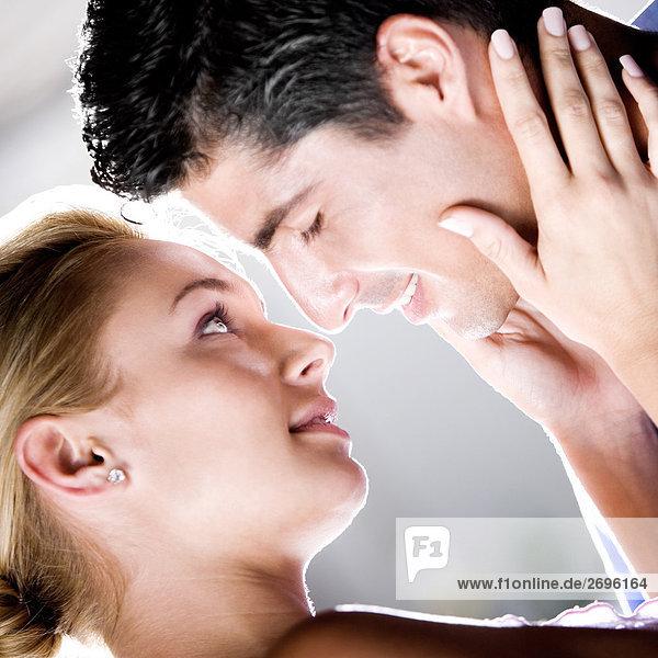 Nahaufnahme-ein junges paar küssen